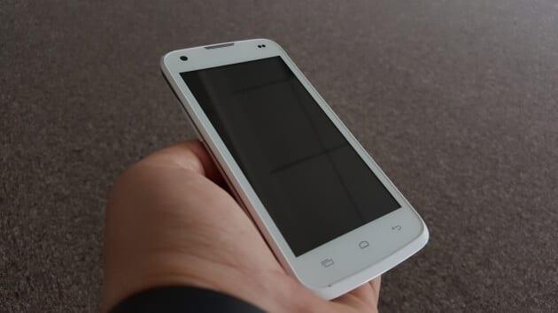 AllView C6 Quad 4G LTE hand